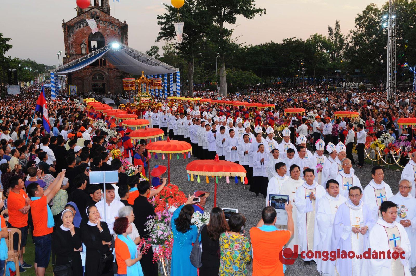 18 Cung nghinh Duc Mẹ La Vang