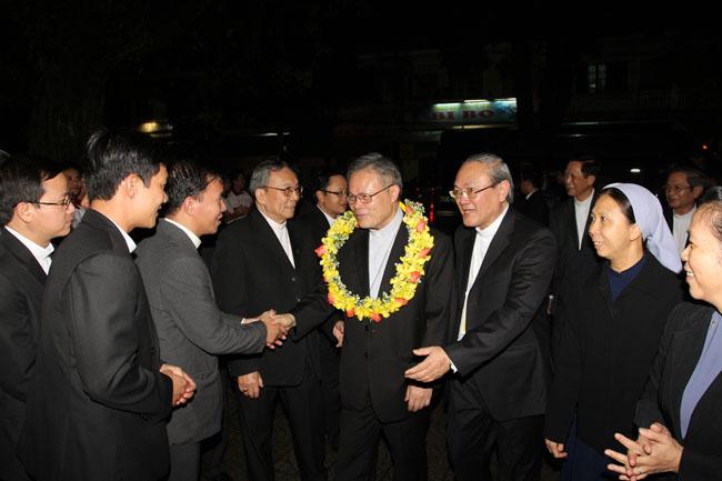 Đức tân Tổng Giám mục Giuse Nguyễn Chí Linh vào Huế