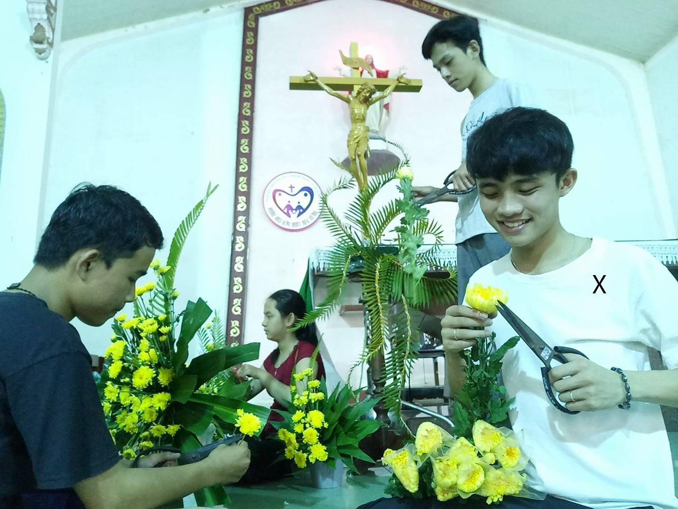 Chuyện của những chàng trai cắm hoa nhà thờ - Ảnh minh hoạ 2