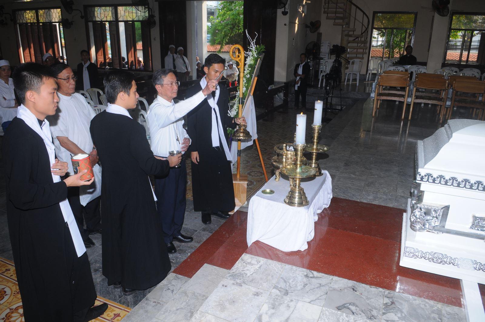 An táng Đức Giám mục Giuse Vũ Duy Thống