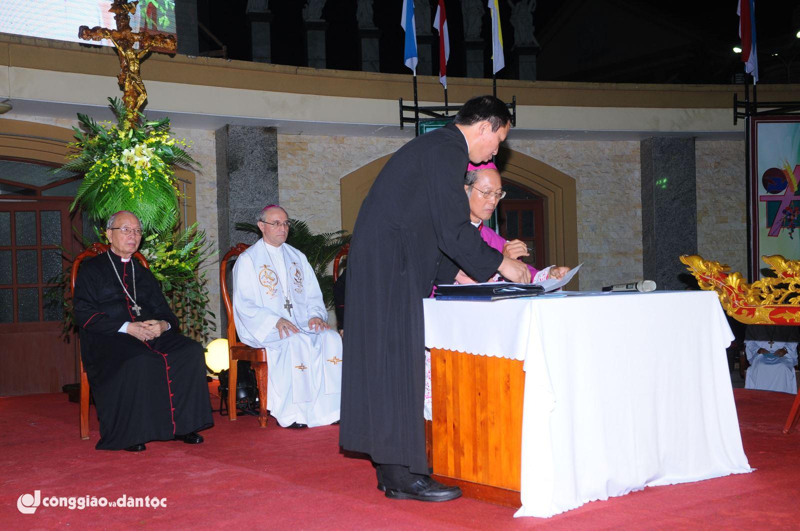 Giám mục Ngân tuyên tín