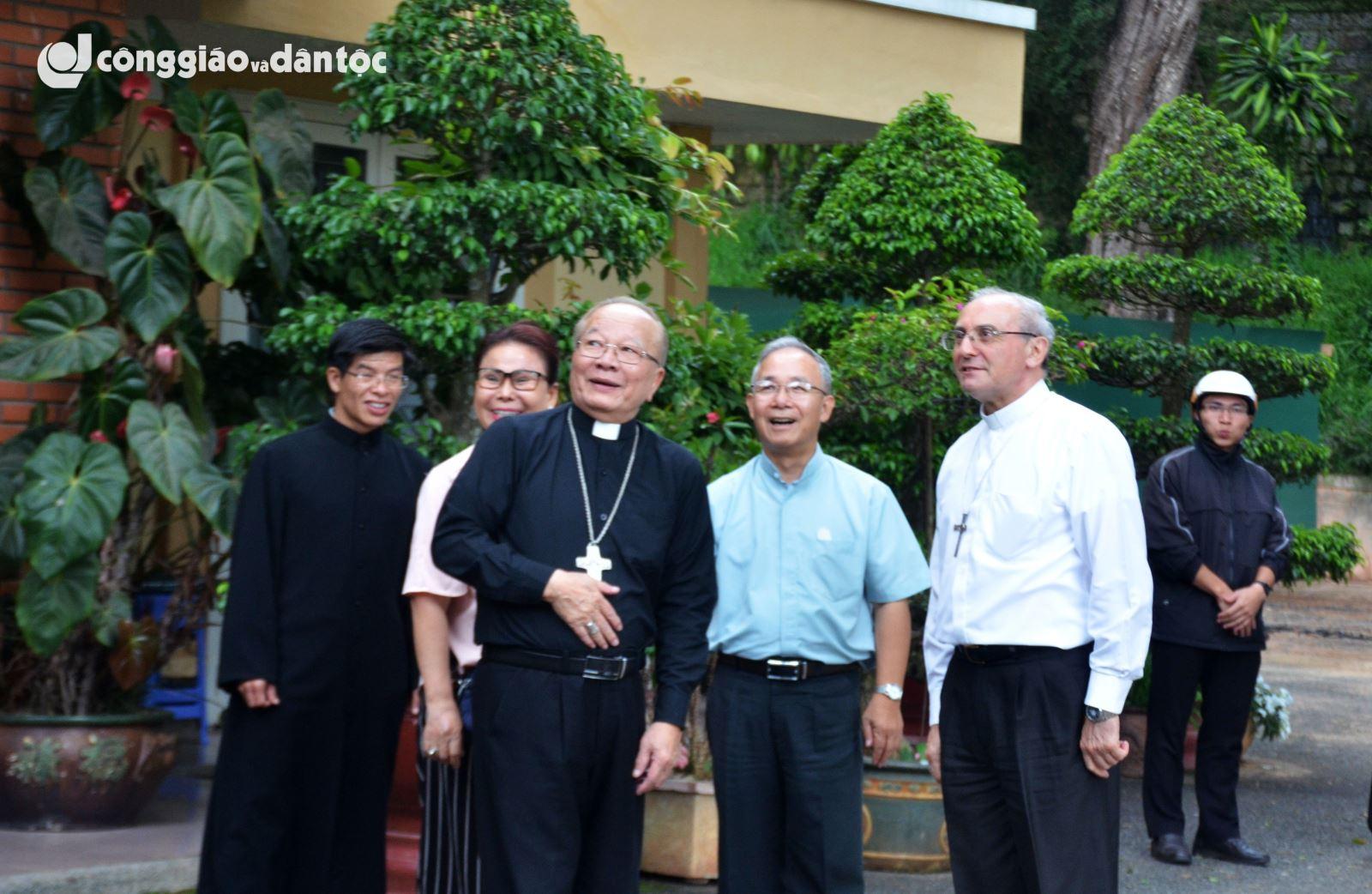 Giám mục Mạnh