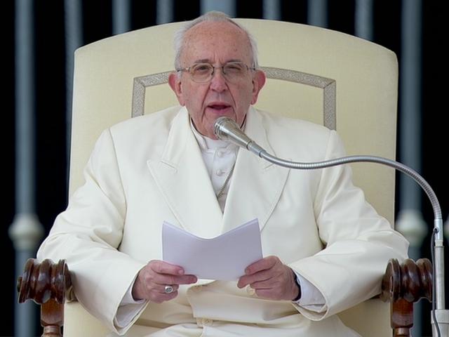 Đức Phanxicô chúc mừng Phục Sinh Đức Bênêđictô XVI và khách hành hương