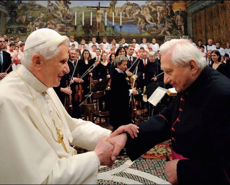 Những hình ảnh cảm động về anh em Đức Giáo Hoàng Bênêđictô XVI