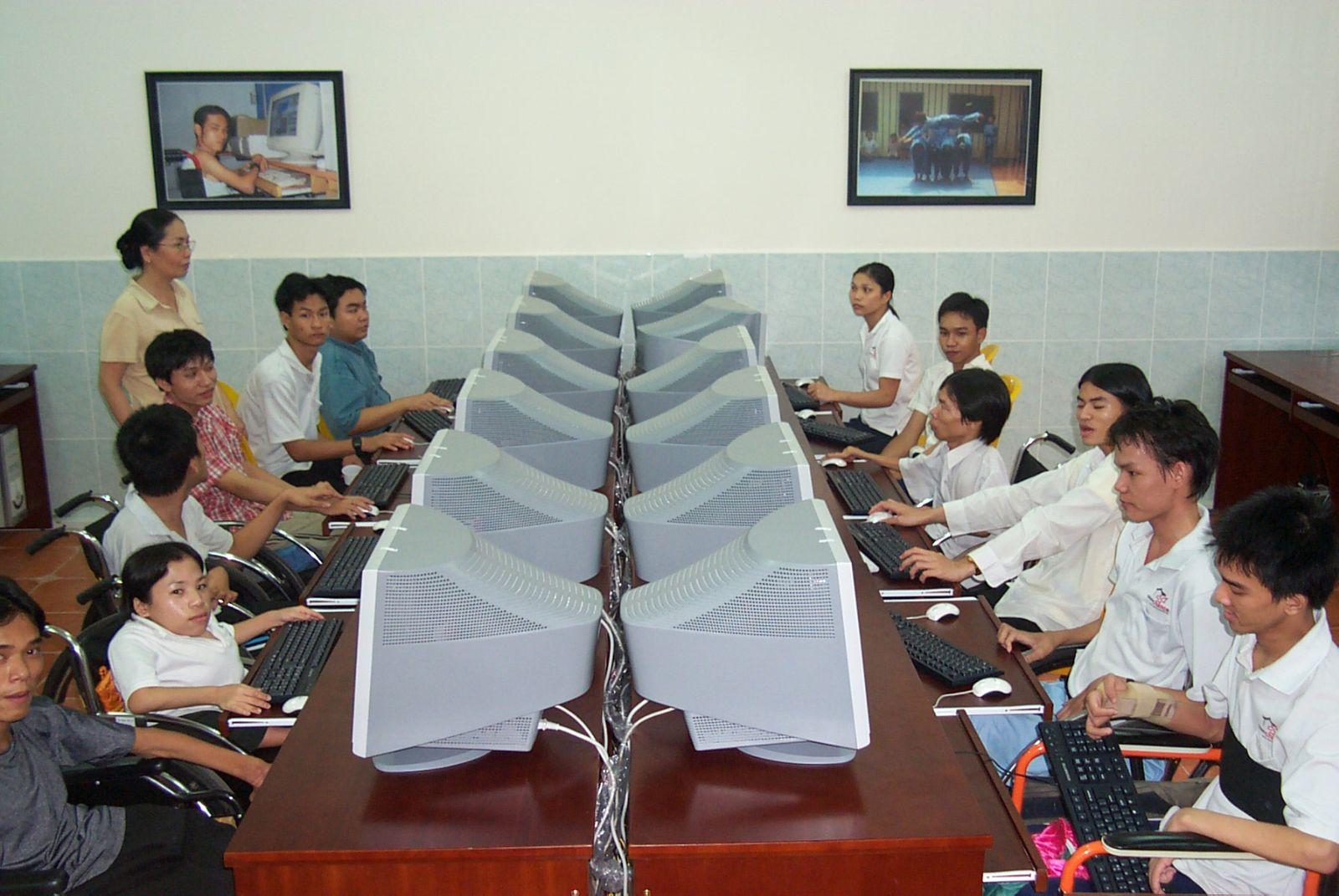 Trung tâm dạy nghề và đào tạo việc làm cho người khuyết tật