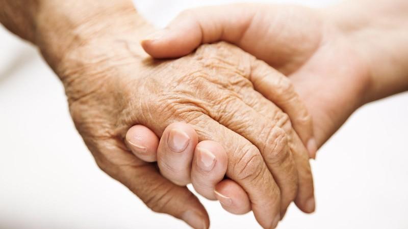 Kết quả hình ảnh cho chăm sóc cha già